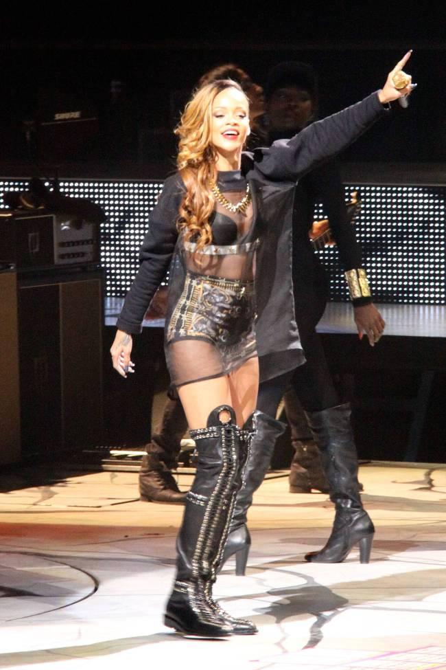 Rihanna kicks off her Diamonds World Tour in Buffalo, New York